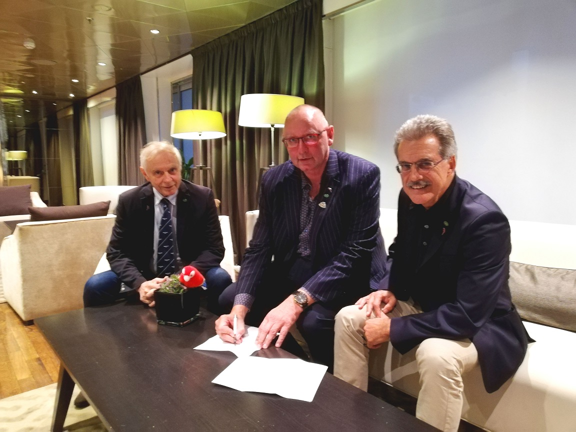 Patrick Rollet (FIVA President), Jürgen Book (Manager Classic Cars Glasurit), Mario Theissen (FIVA Vice President)